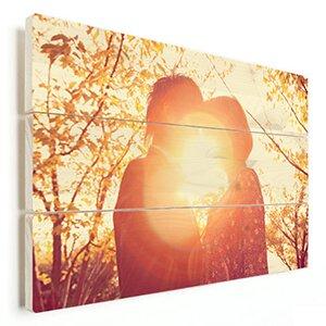 verliefd stel op hout afgedrukt